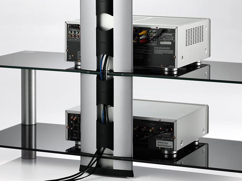 Kabels wegwerken op een tv standaard